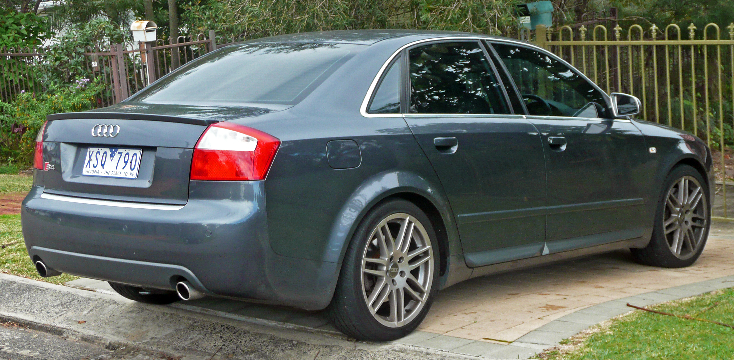 File:2003-2005 Audi S4 (B6) sedan 02.jpg - Wikimedia Commons