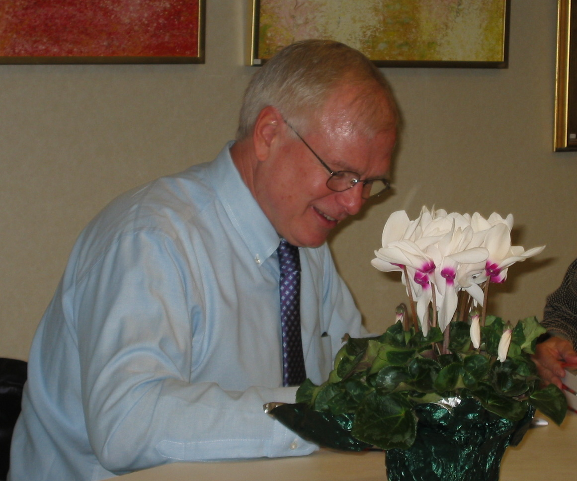 Carr at a book signing for his 2006 release The Brothers Bulger: How They Terrorized and Corrupted Boston for a Quarter Century at Wellesley Free Library in his hometown of Wellesley, Massachusetts, on March 4, 2006.
