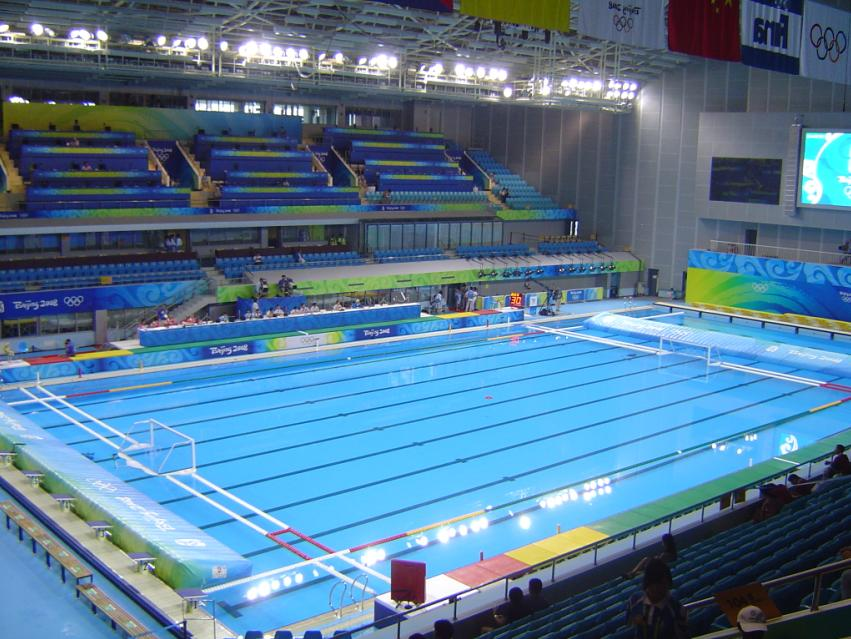 File 2008 olympic water polo jpg wikimedia commons for Piscina 50 metros sevilla