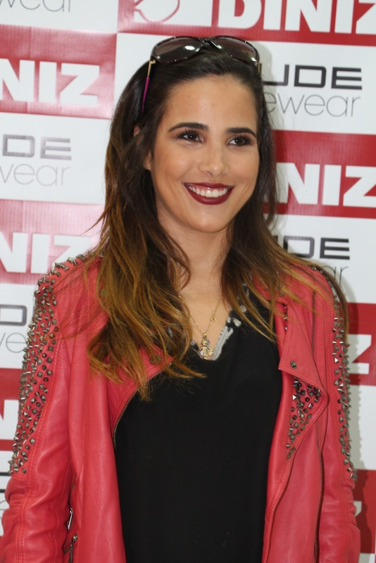 The 35-year old daughter of father Zeze Di Camargo and mother Zilu Godoy Wanessa Camargo in 2018 photo. Wanessa Camargo earned a  million dollar salary - leaving the net worth at 20 million in 2018