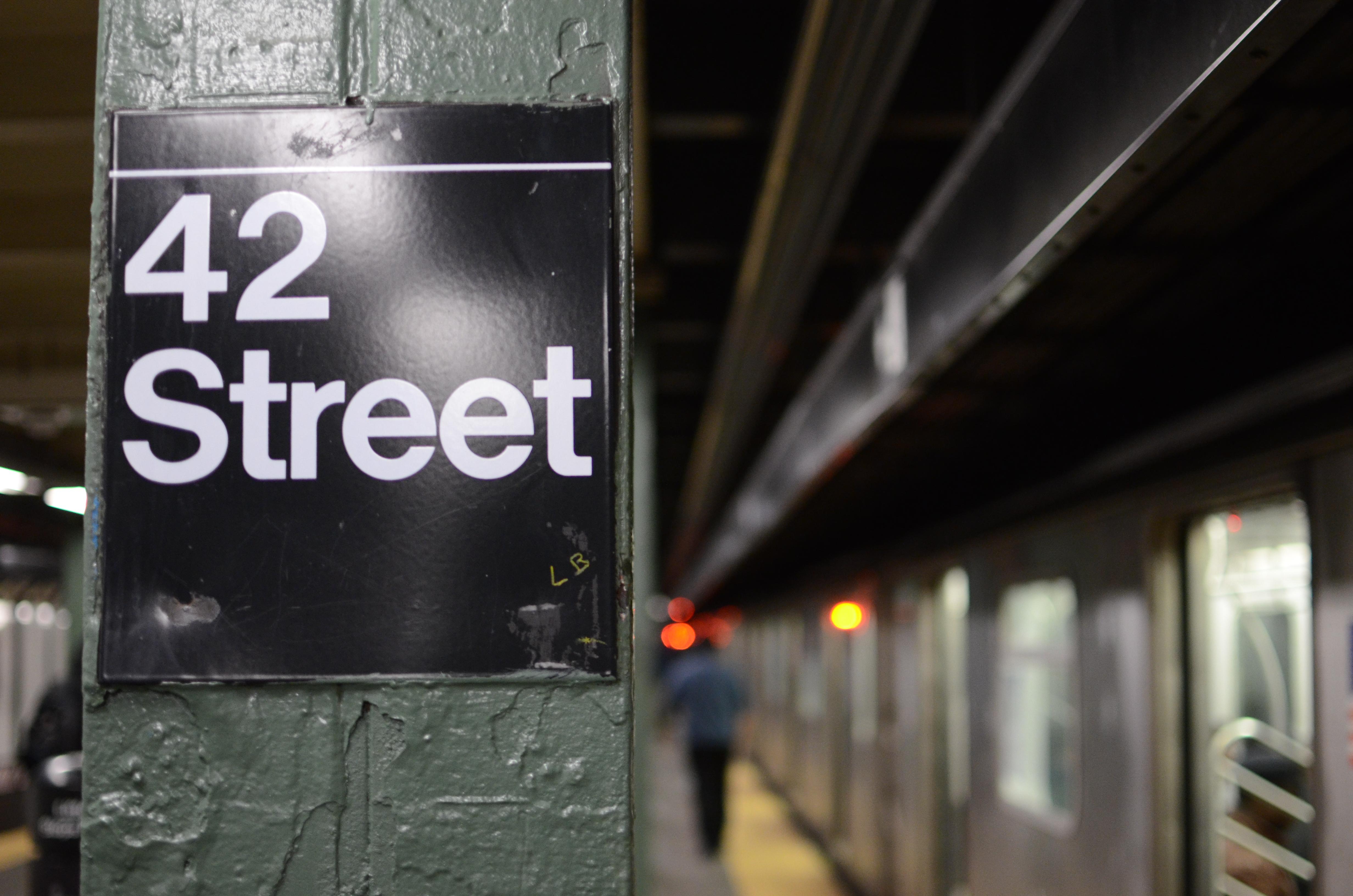 File:42nd Street sign New York subway.JPG - Wikimedia Commons