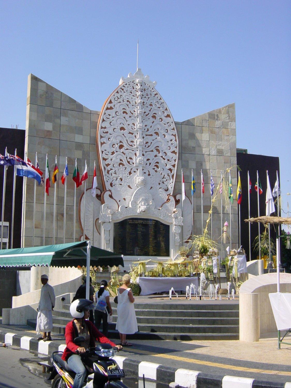 Balin pommi-iskut 2002