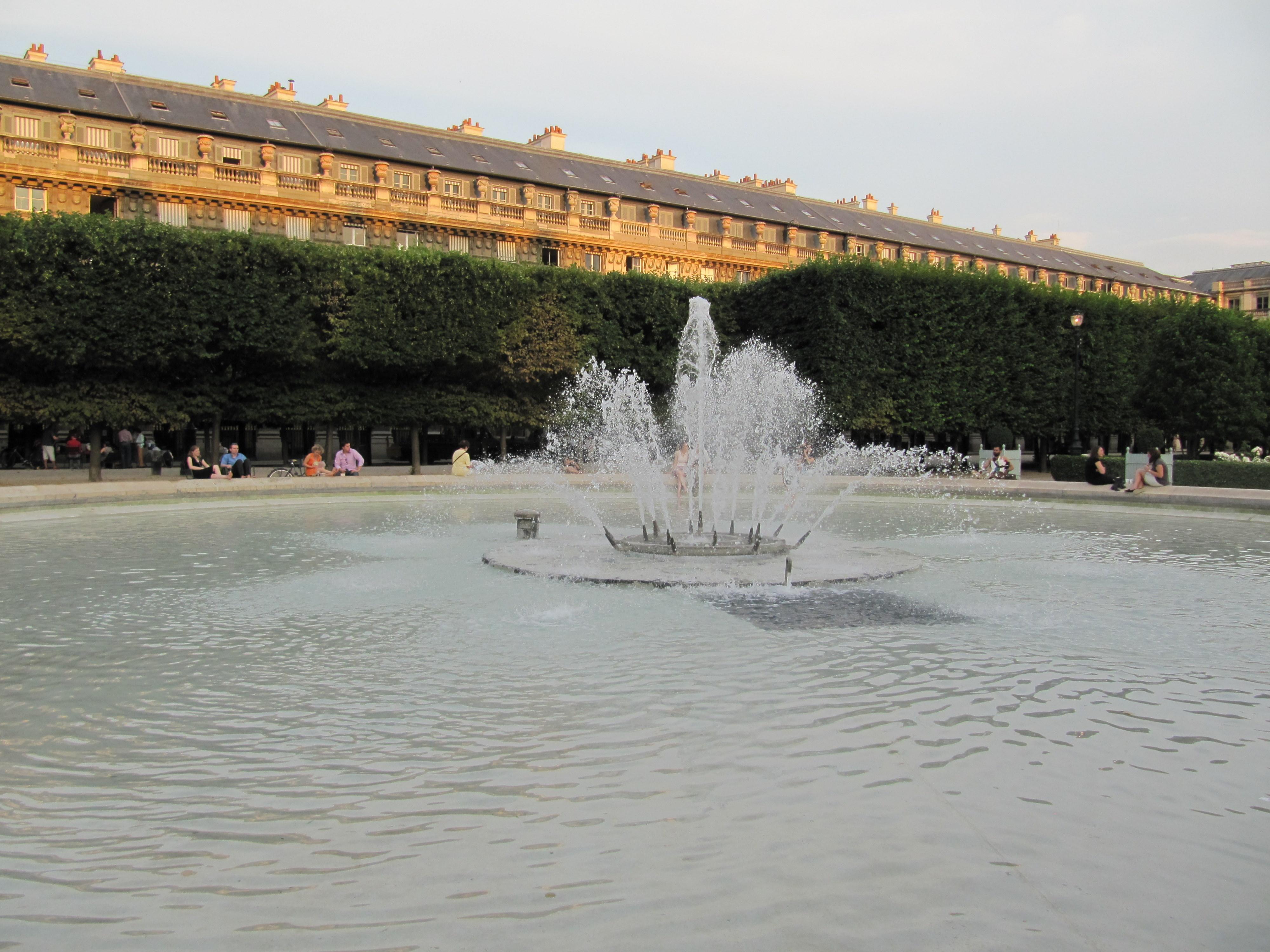 File Bassin Du Jardin Du Palais Royal A Paris Jpg Wikimedia Commons