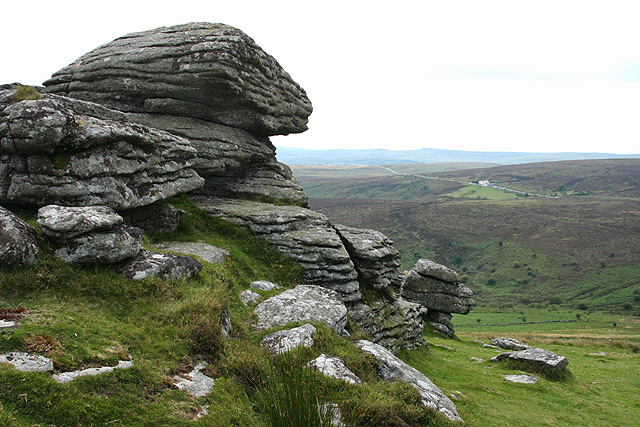 File:Birch Tor Dartmoor.jpg
