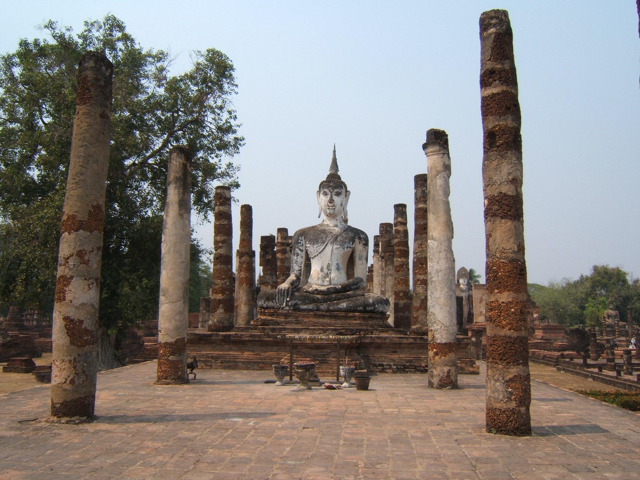 File:Buddha Wat Mahathat Sukhothai.jpg - Wikimedia Commons