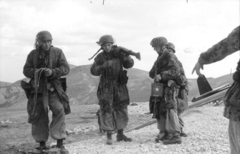 File:Bundesarchiv Bild 101I-567-1503C-34, Gran Sasso, Fallschirmjäger nach Einsatz.jpg