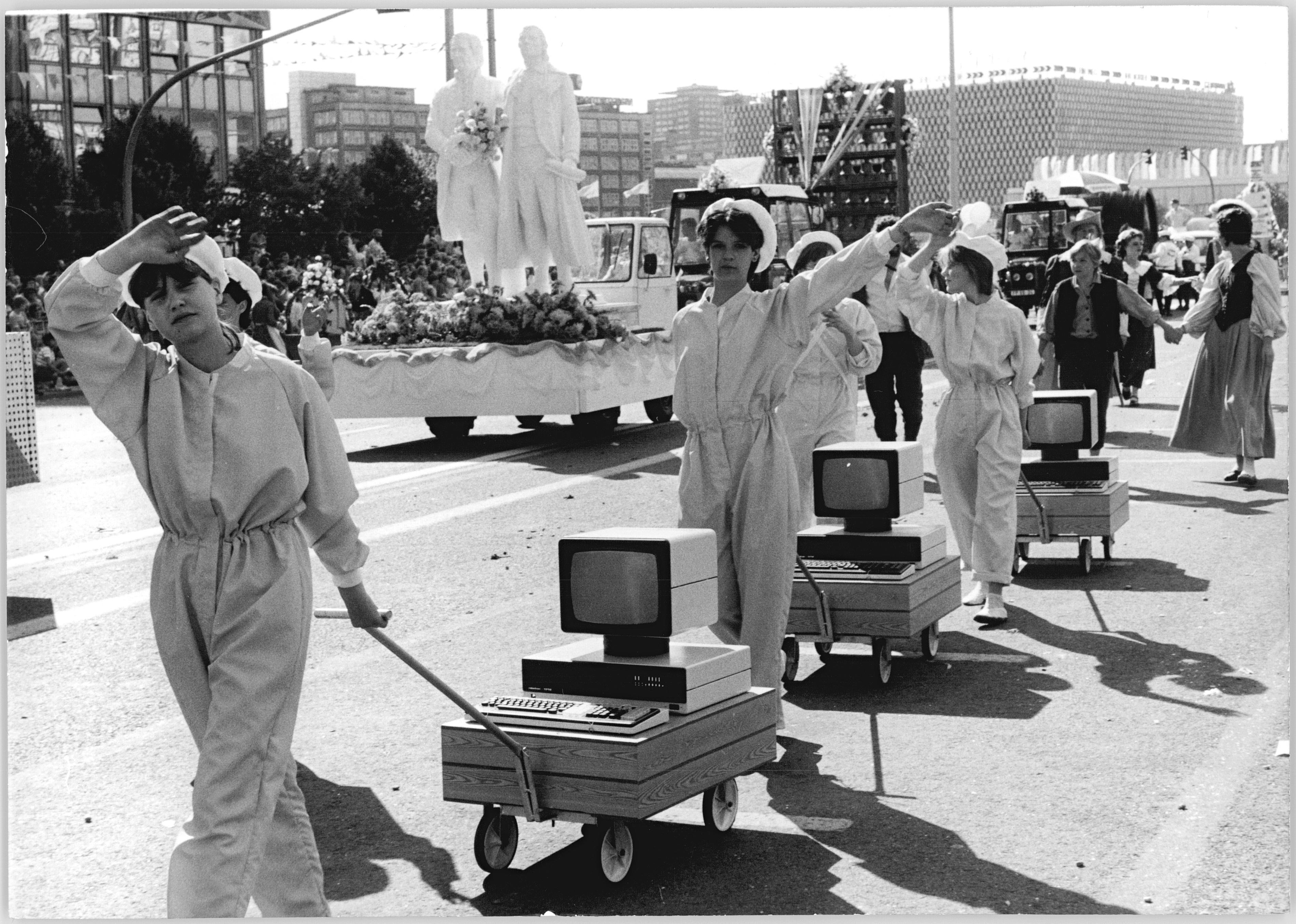 Berlin, 750-Jahr-Feier, Festumzug, Computer