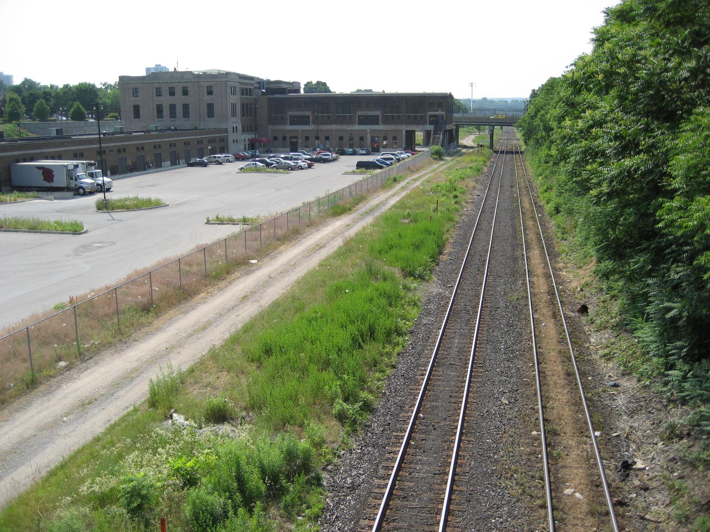 File Cnrailwaytrackshamilton Jpg Wikimedia Commons