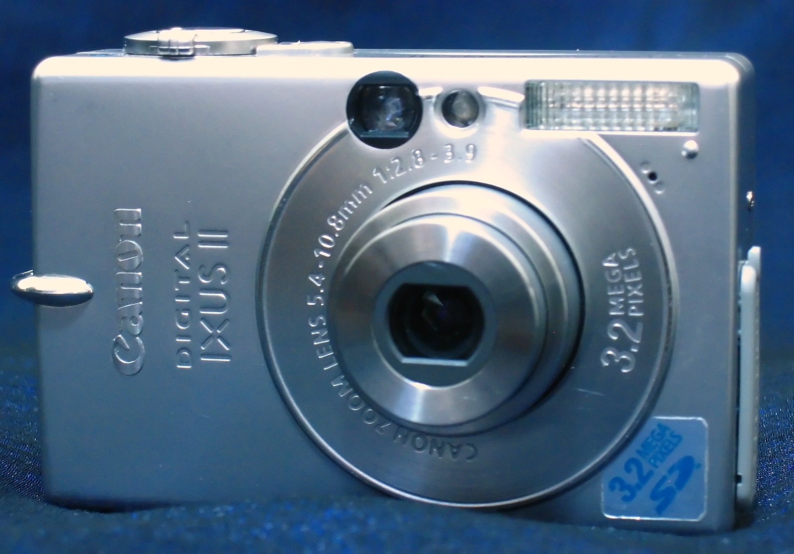 File:Canon Ixus II front.jpg