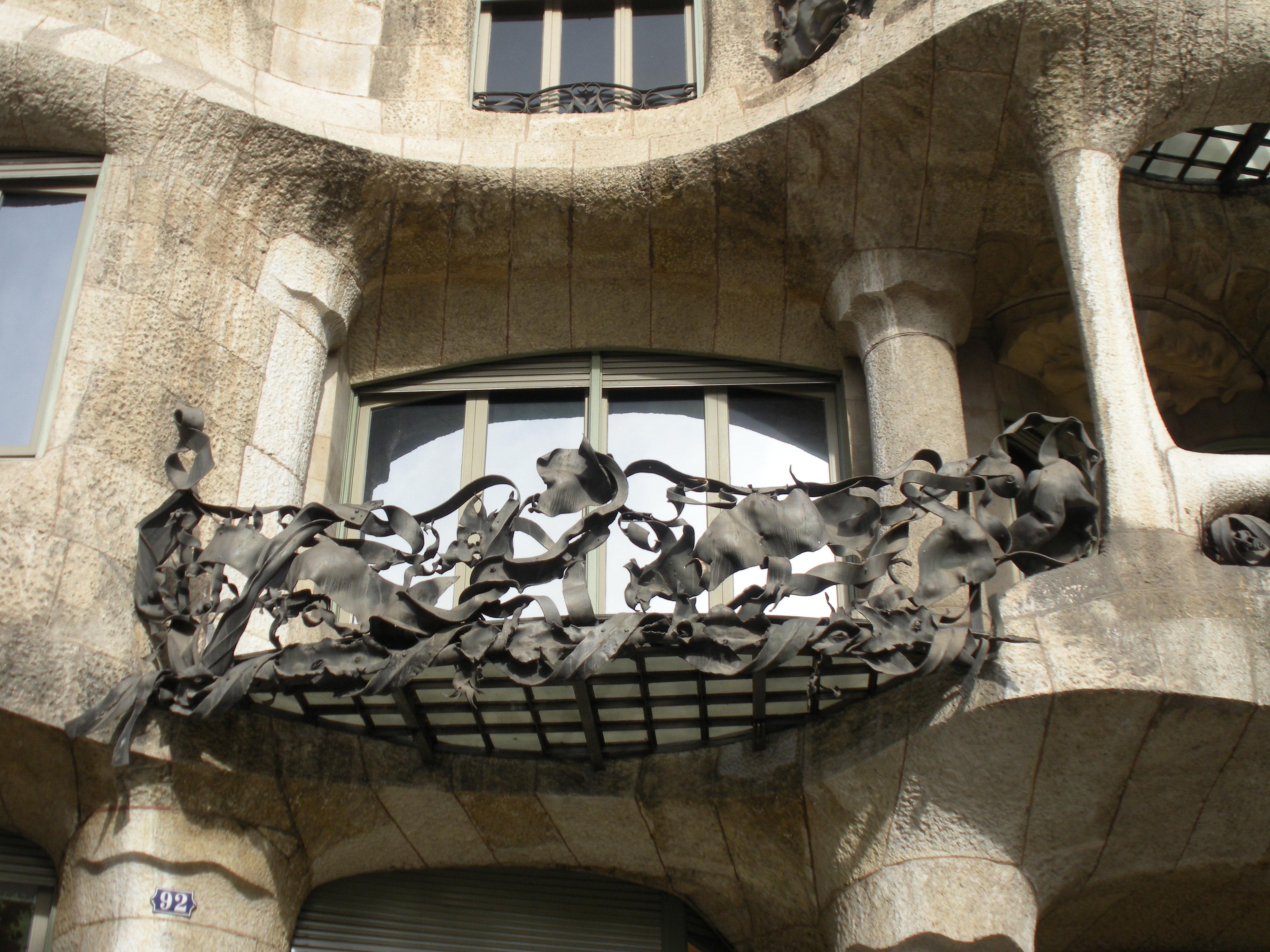 Casa_Mil%C3%A0_(Barcelona)_balcony.JPG