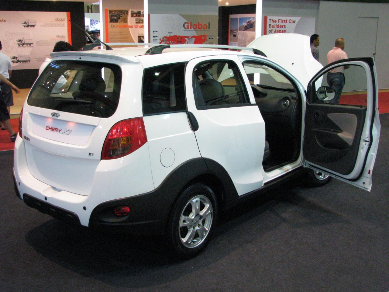 http://upload.wikimedia.org/wikipedia/commons/9/9a/Chery_X1_-_KL_International_Motor_Show_2010.jpg