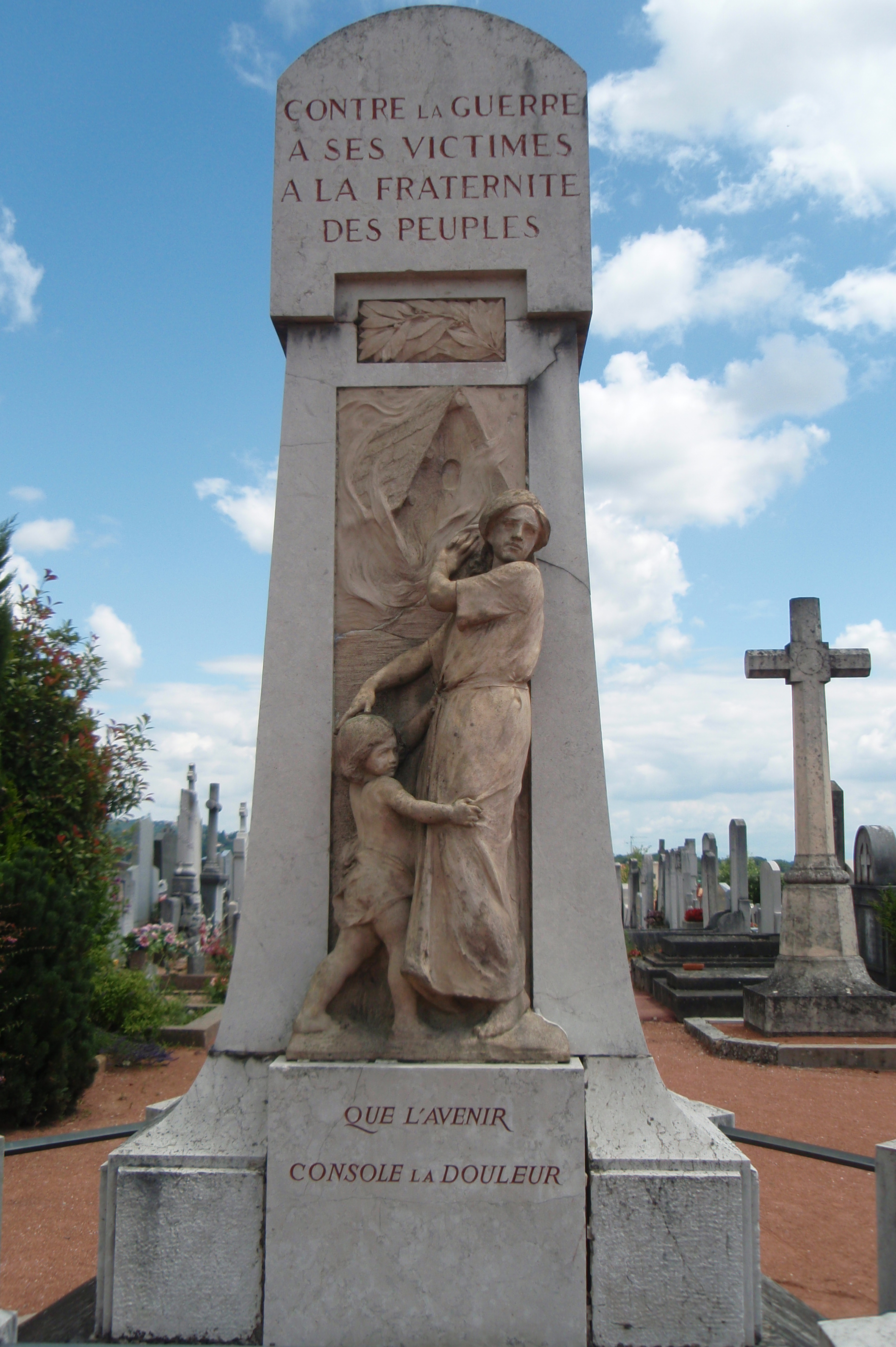 Dardilly France  City pictures : Dardilly, le monument aux morts pacifiste Wikimedia Commons