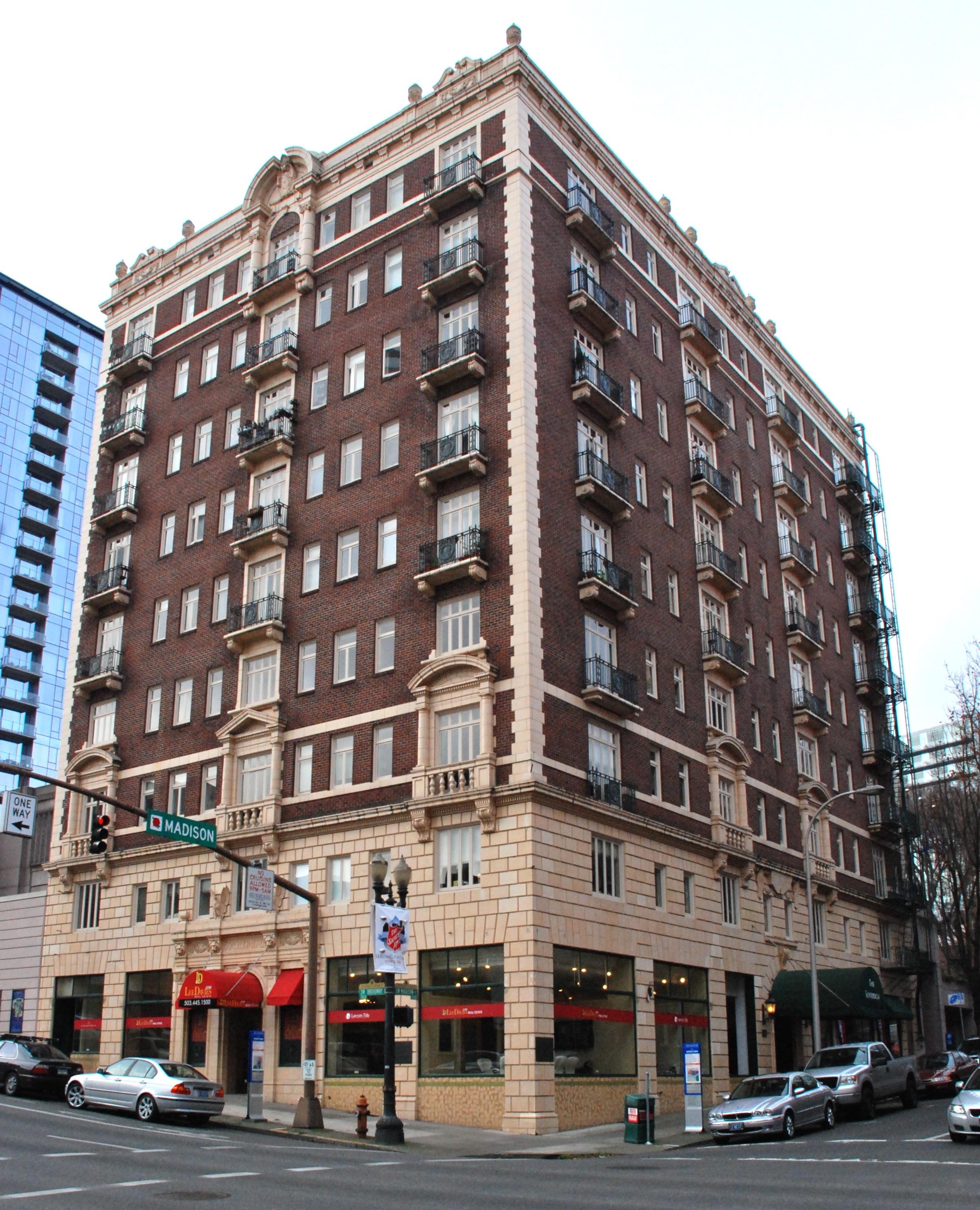 Sovereign Apartments: File:Former Sovereign Hotel (Portland, Oregon) In 2011.jpg