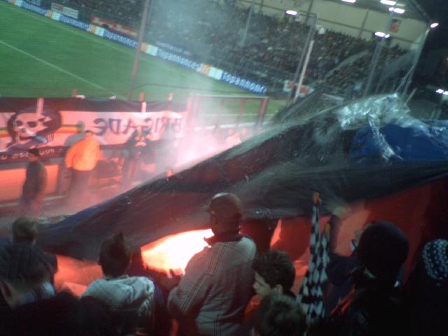 File:Fumigene Stade Jean-Bouin.jpg