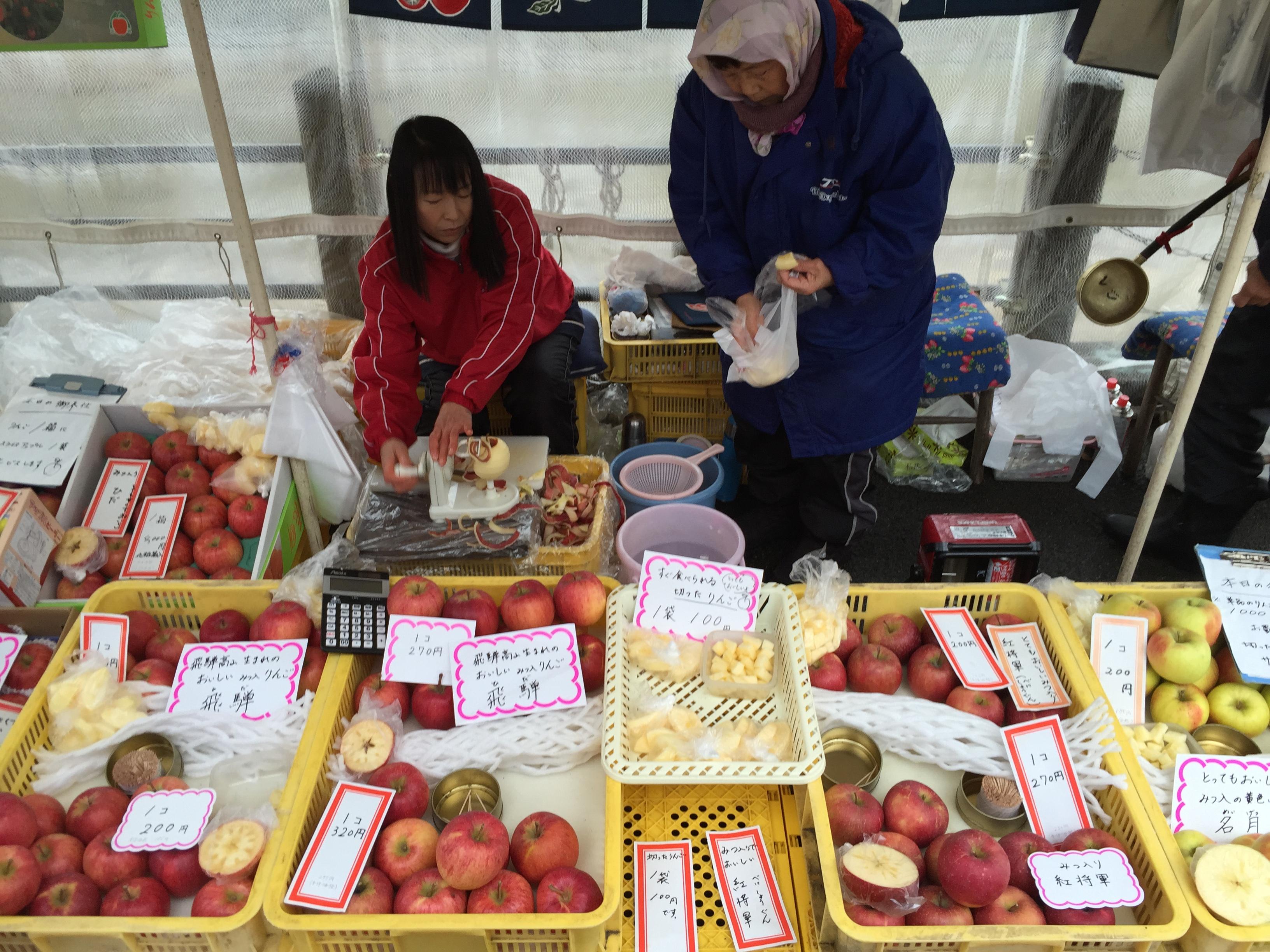 Hida-Takayama Miyagawa Morning Market (15668520238).jpg