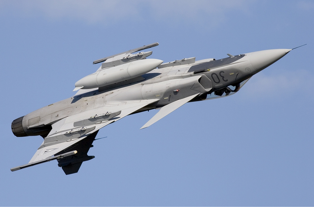 http://upload.wikimedia.org/wikipedia/commons/9/9a/Hungarian_Air_Force_Saab_JAS-39C_Gripen_Lofting-2.jpg