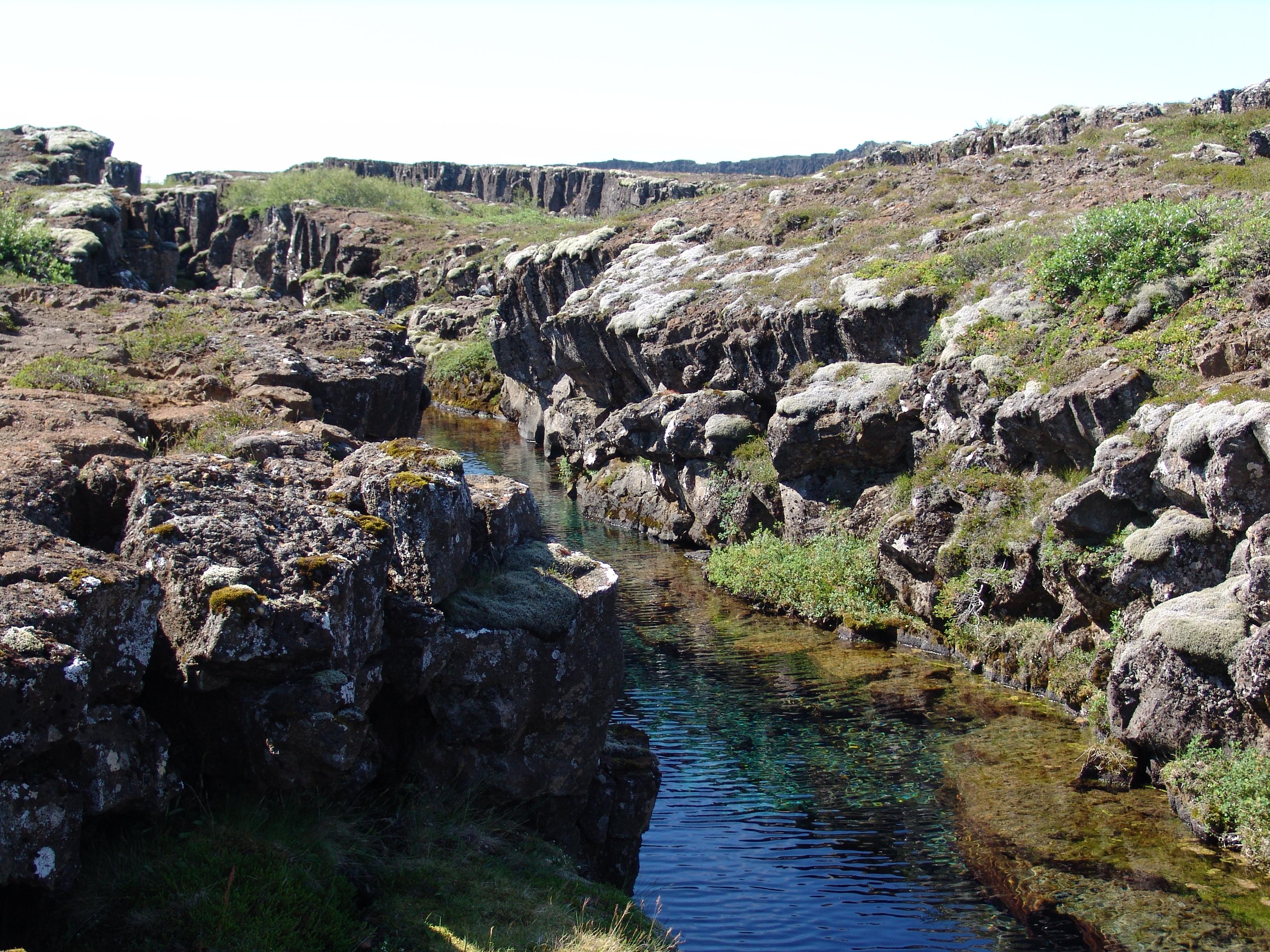 Iceland Crack 4275.JPG
