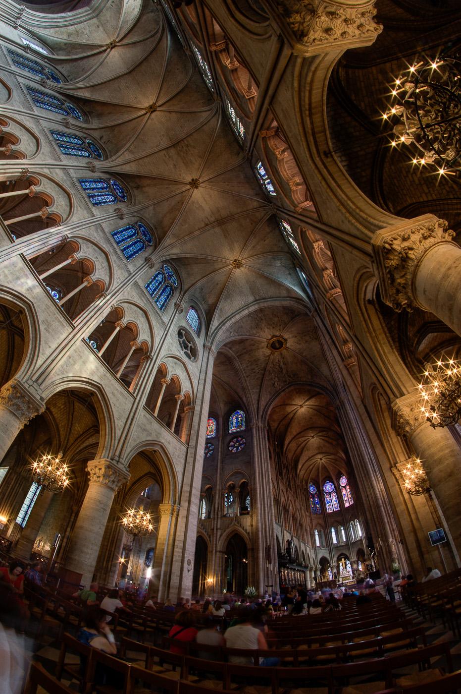 http://upload.wikimedia.org/wikipedia/commons/9/9a/Int%C3%A9rieur_de_la_Cath%C3%A9drale_Notre_Dame_de_Paris.jpg