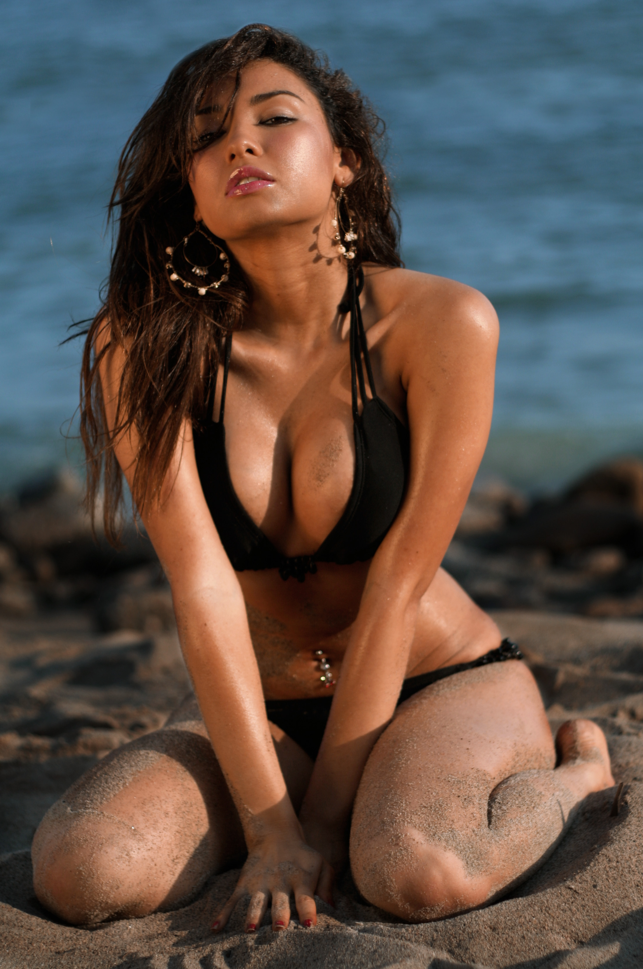 Description Jackie Martinez In A Black Bikini