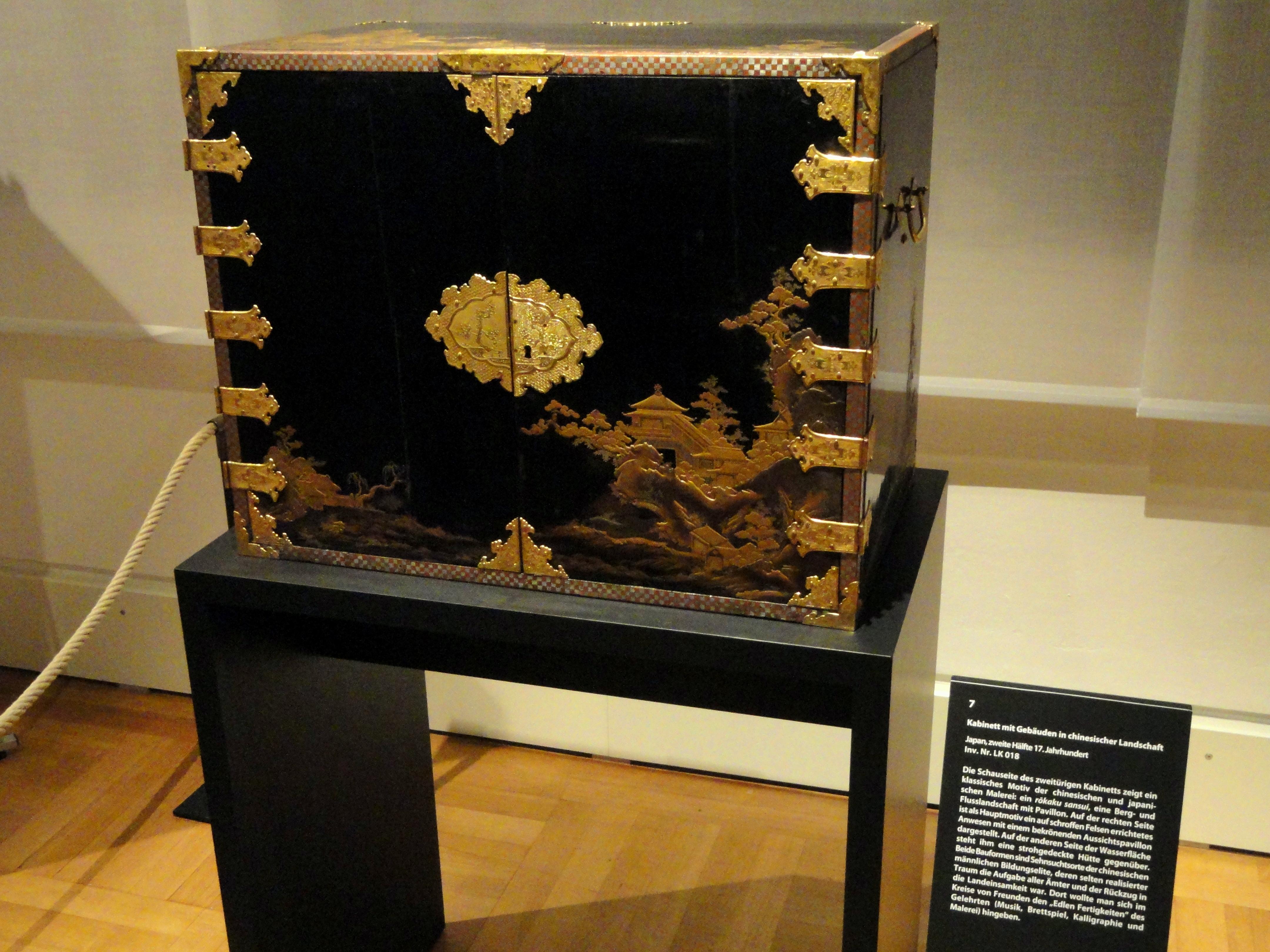 File:Japanese Lacquer Cabinet   Staatliches Museum Für Völkerkunde München    DSC08386.JPG