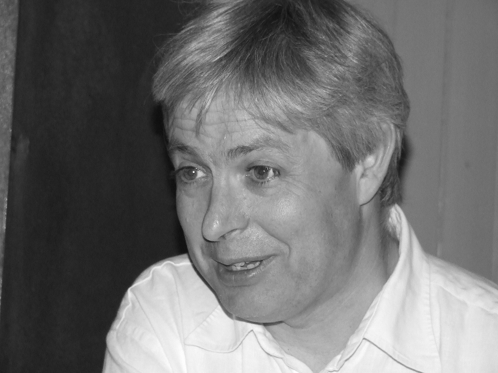 http://upload.wikimedia.org/wikipedia/commons/9/9a/Jonathan_Coe.jpg