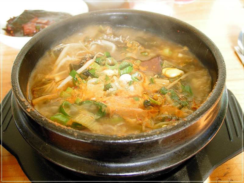 Korean soup-Seonjiguk-01.jpg