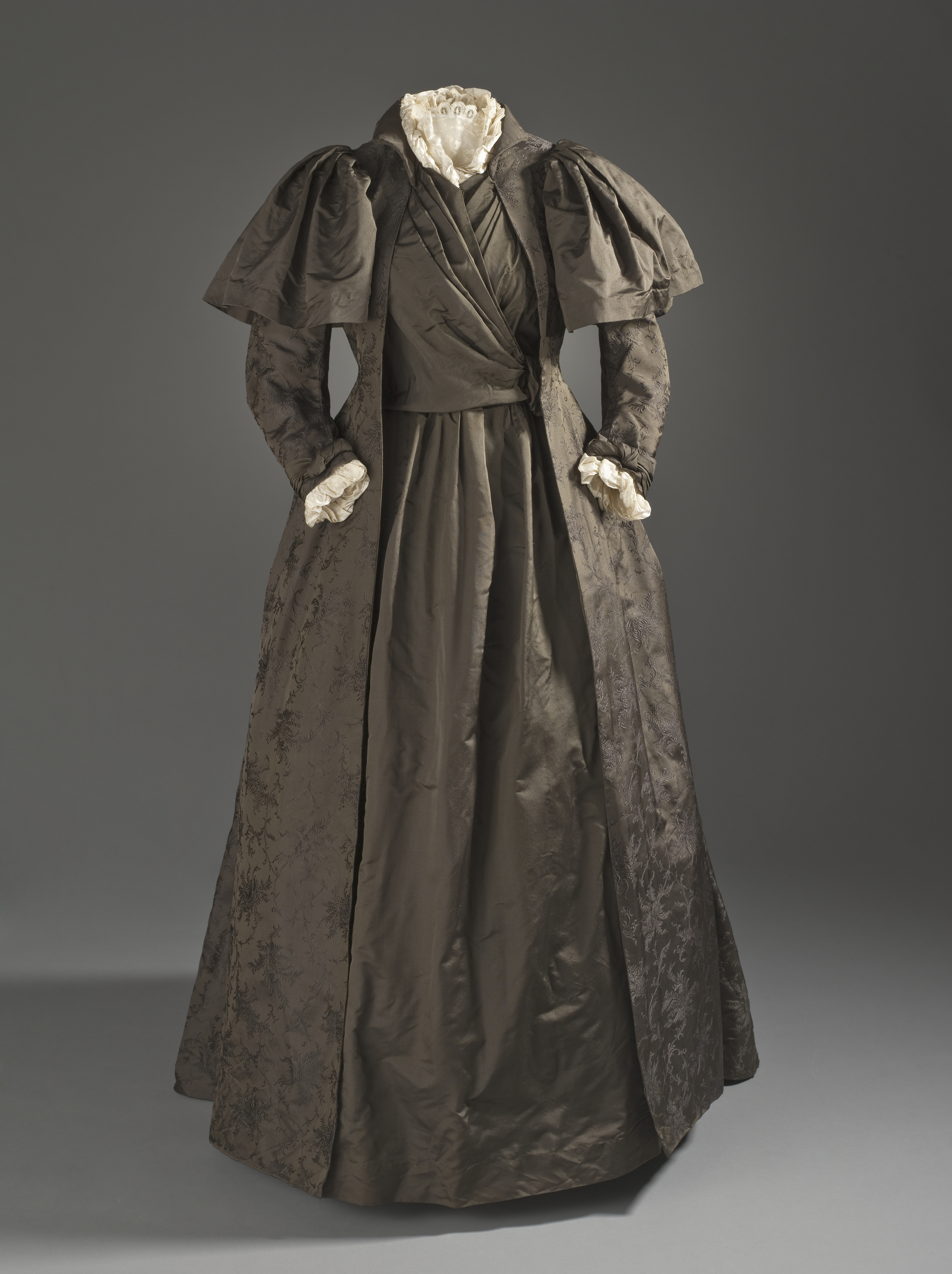 File:Liberty and Company tea gown c. 1887.jpg - Wikimedia Commons