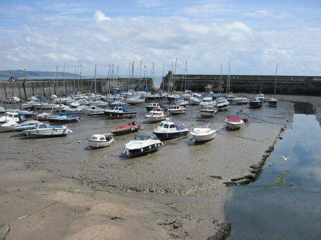 Low tide, Saundersfoot. - geograph.org.uk - 386863