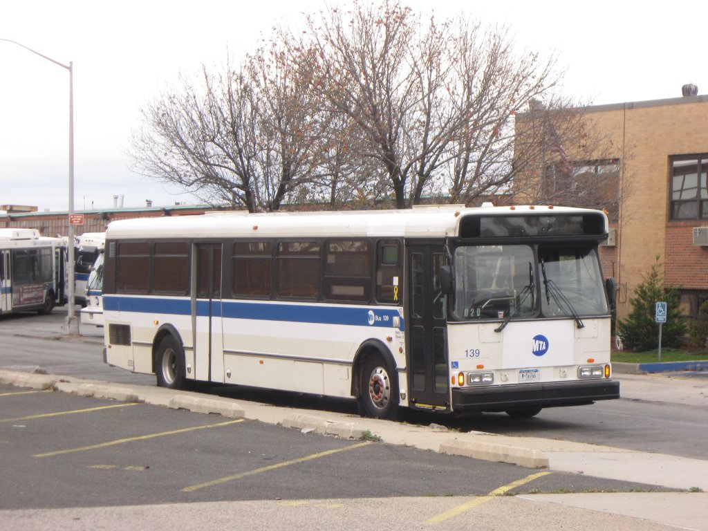 http://upload.wikimedia.org/wikipedia/commons/9/9a/MTA_Bus_Orion_V_05.501_%28ex-Bee-Line%29.jpg