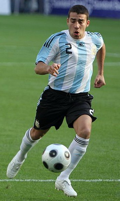 Otamendi playing for Argentina in 2009 Nicolas Otamendi.jpg