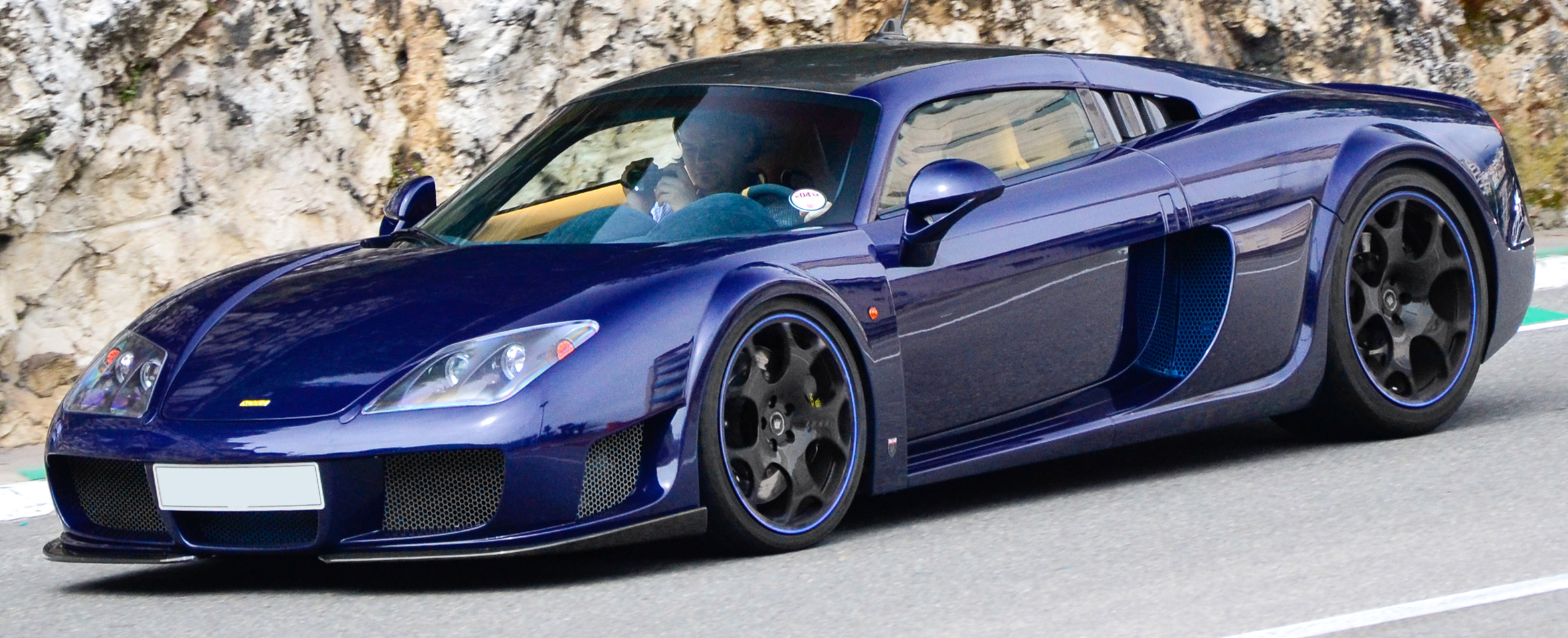 Noble M600 Carbon Sport (8727178385) (cropped).jpg