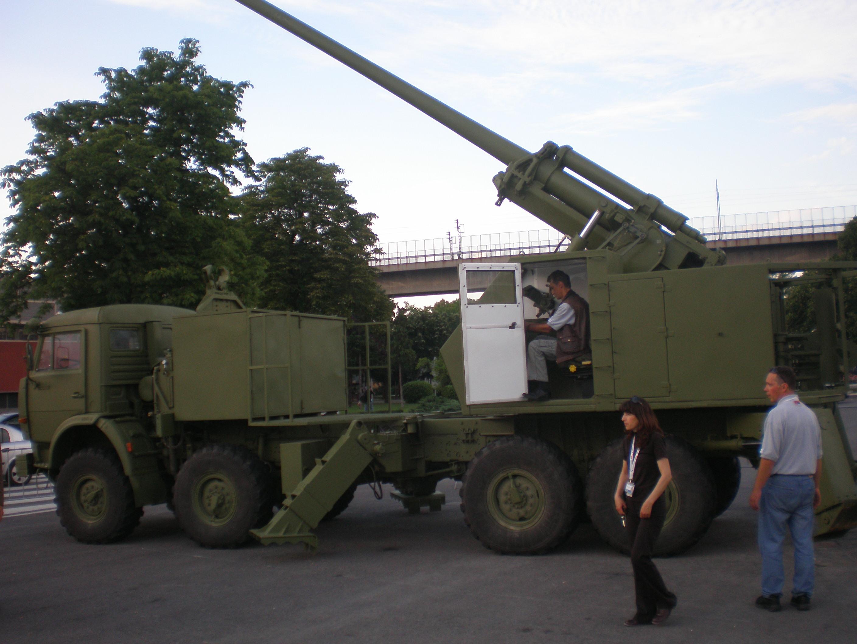 المدفع الصربي الذاتي الحركه NORA b-52 Nora_B-52_3