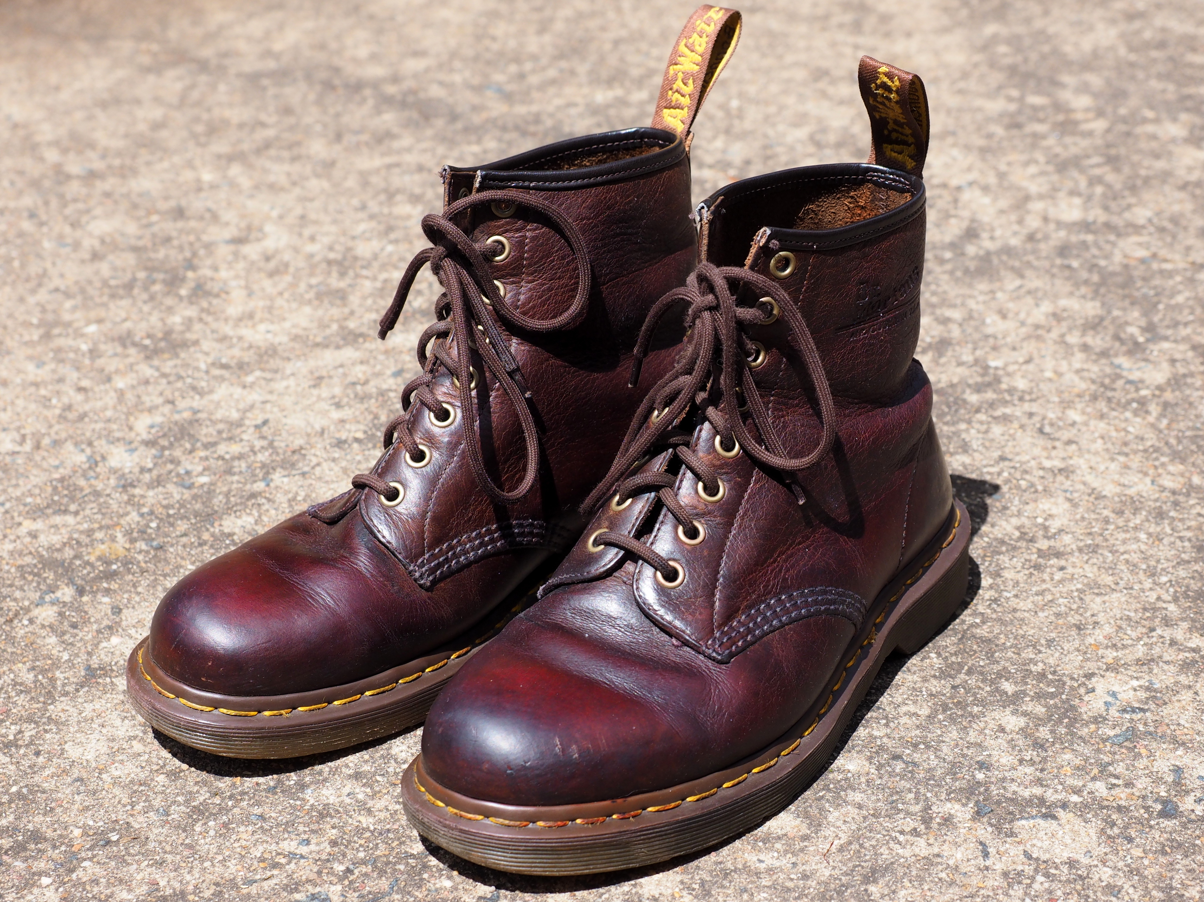 e8e07cdeb153 File Pair of brown Dr Martens 1460 boots.jpg - Wikimedia Commons