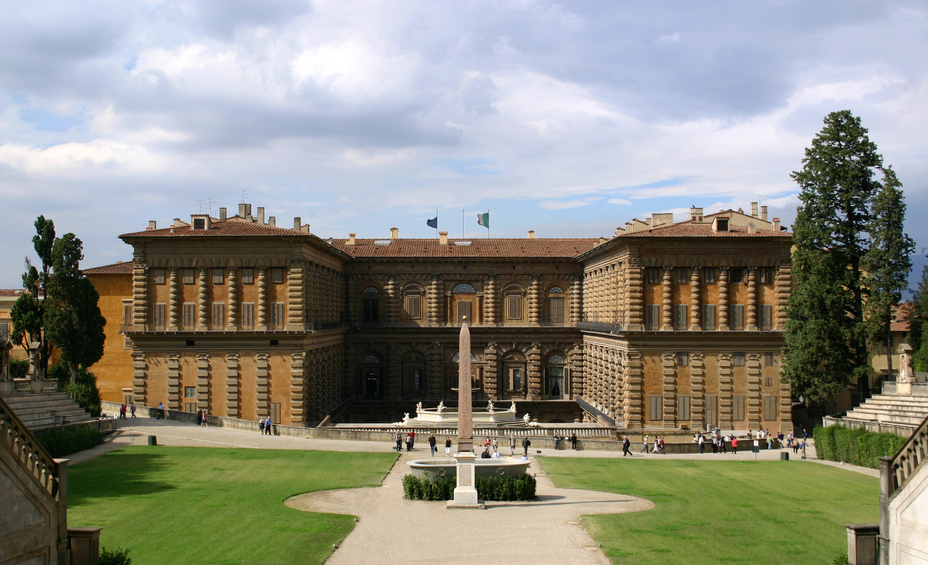 http://upload.wikimedia.org/wikipedia/commons/9/9a/Palazzo_Pitti_Gartenfassade_Florenz.jpg