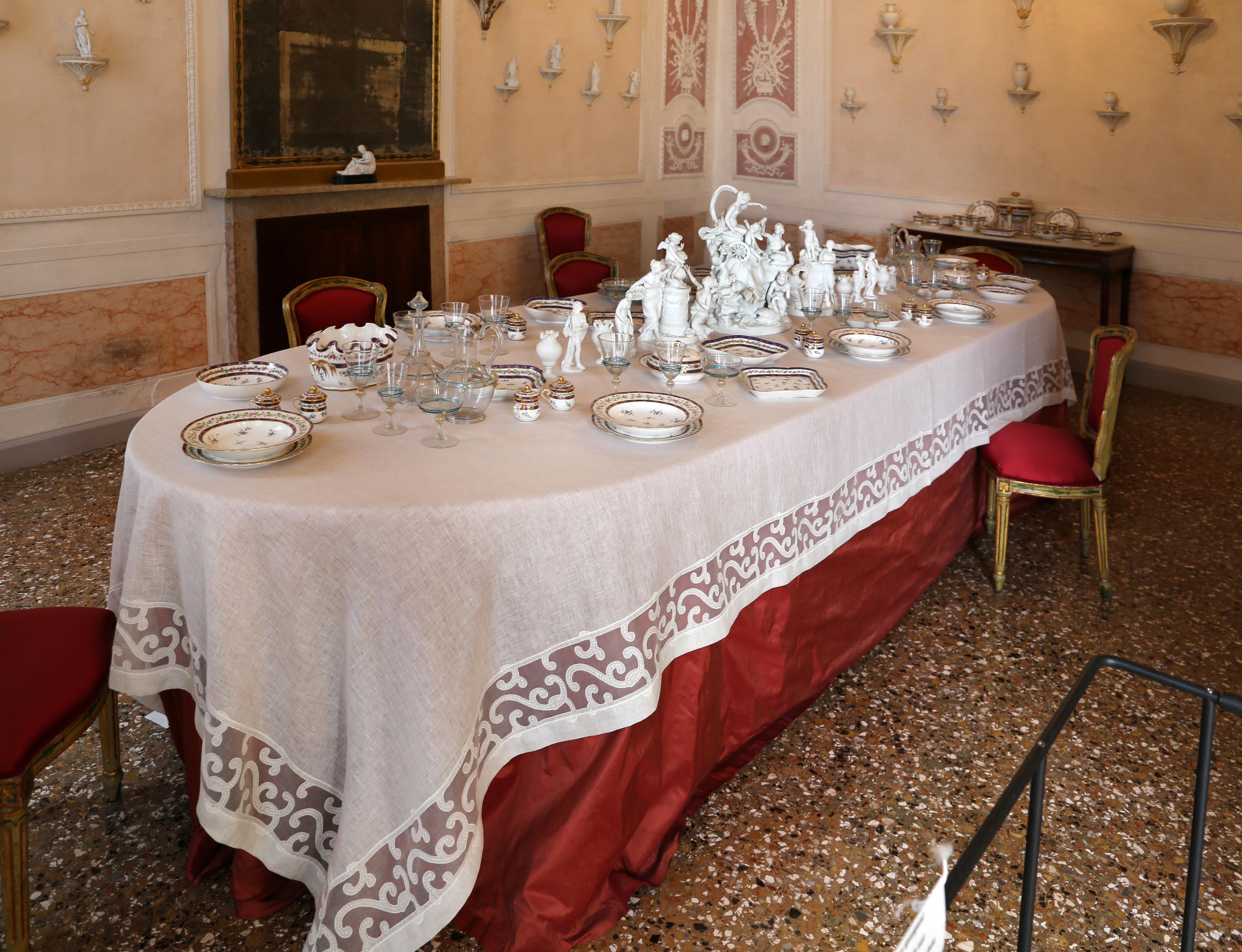 File Palazzo Querini Stampalia Sala Da Pranzo Tavola Imbandita Con Porcellane Di Sevres Del 1796 01 Jpg Wikimedia Commons