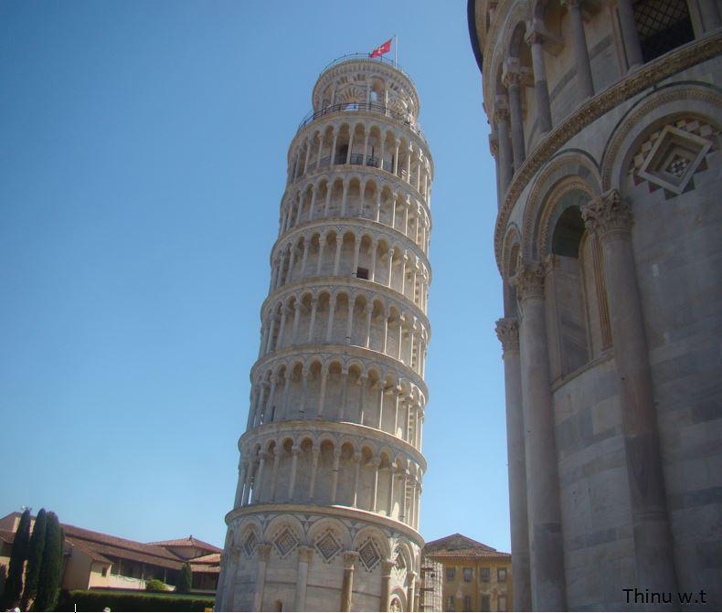 Pisa tower in italy.jpg