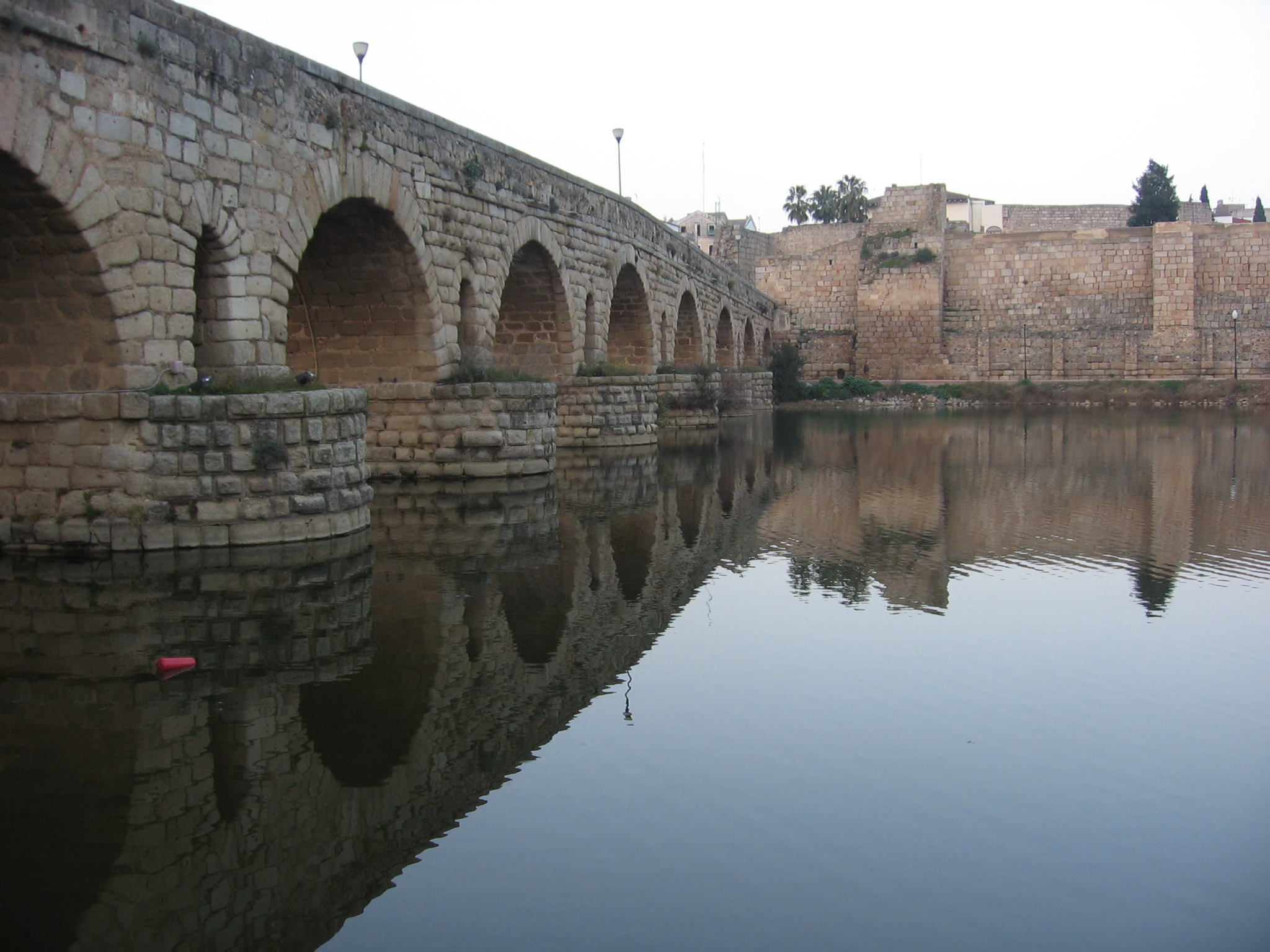 File:Puente Romano Merida.jpg - Wikimedia Commons
