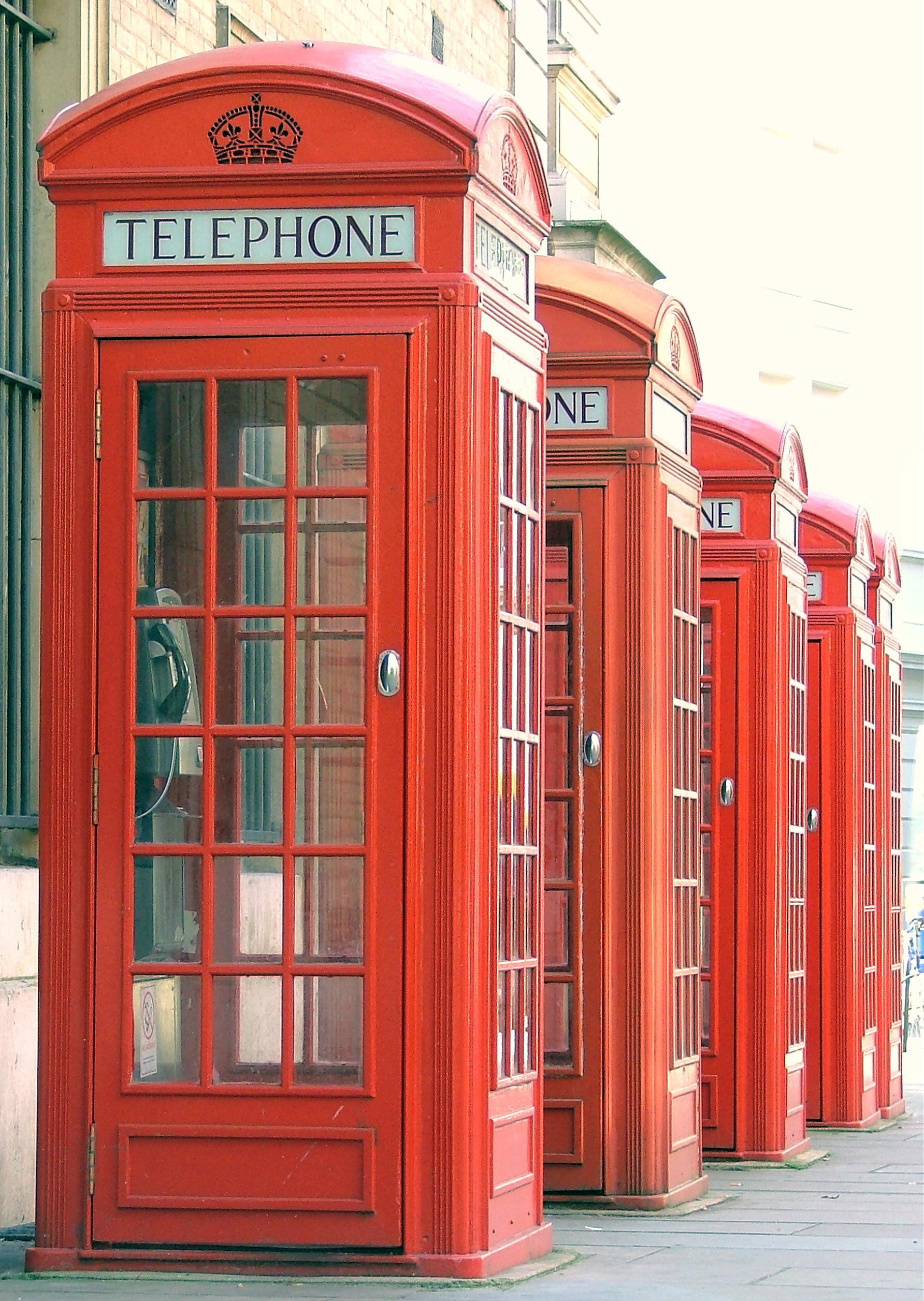 File red public phone boxes covent garden london - Cabine telephonique anglaise a vendre ...