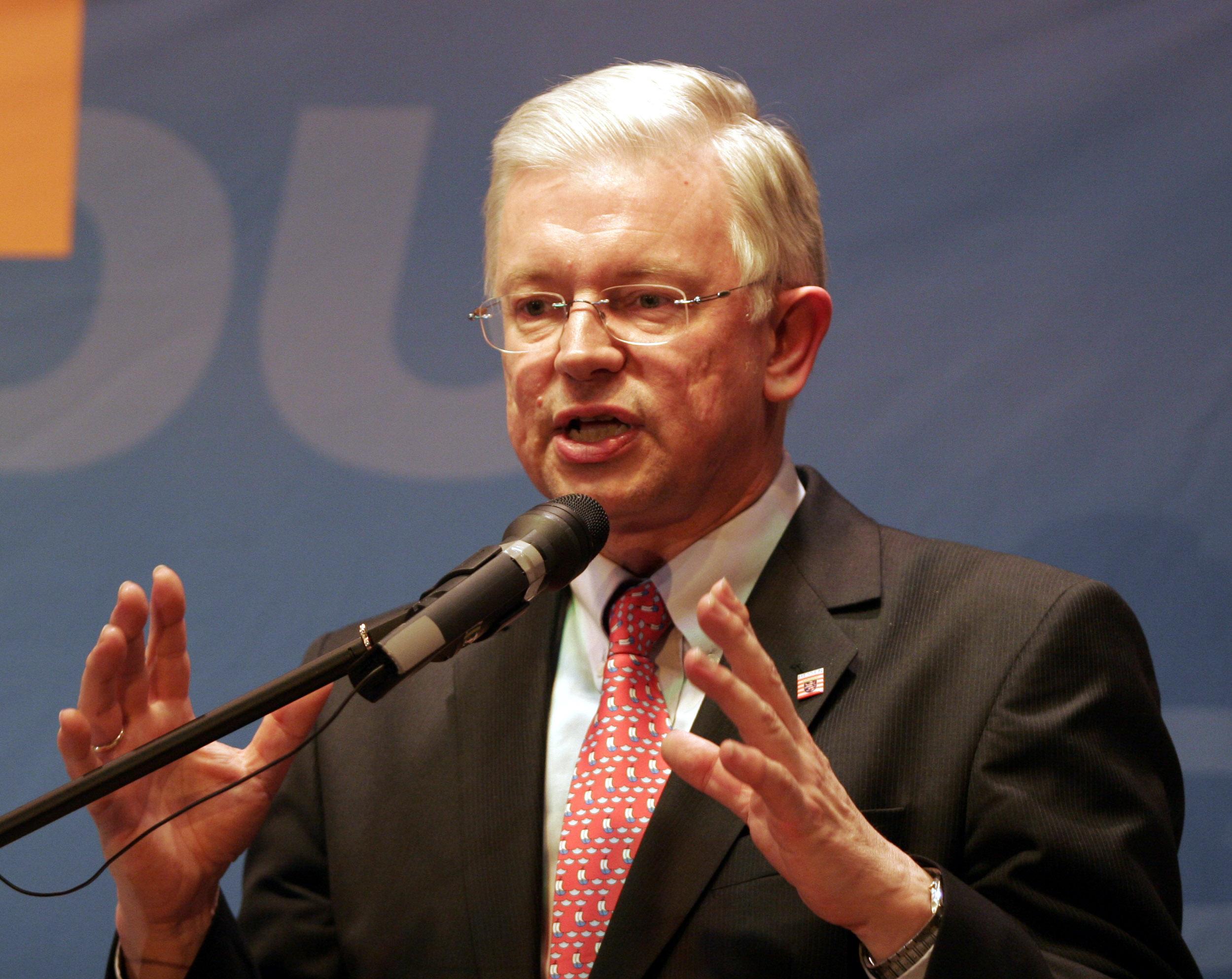 Roland koch gr e star k rpergr en for Koch politiker