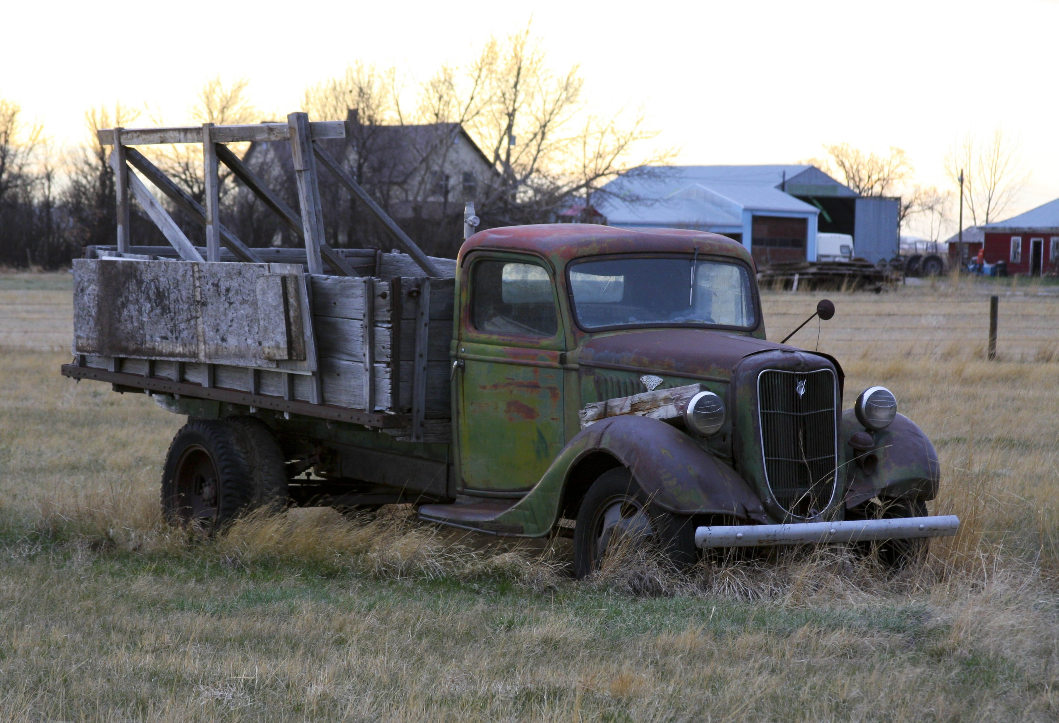 File:Rusty Old Ford Truck (3491076255).jpg - Wikimedia Commons