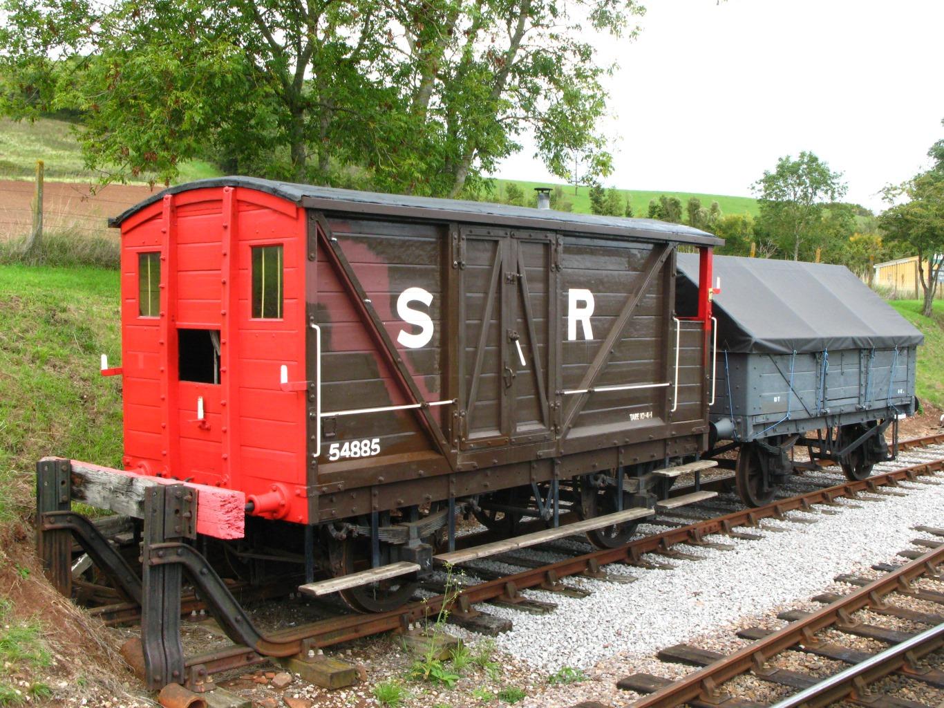 SR_%28ex-LSWR%29_brake_van_54885_and_LNE