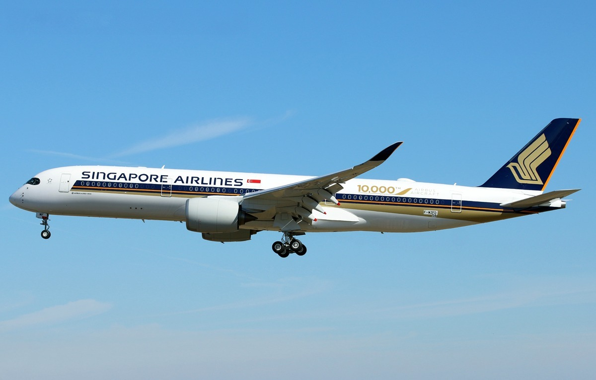 Singapore Airlines Airbus A350-941 F-WZFD to 9V-SMF.jpg