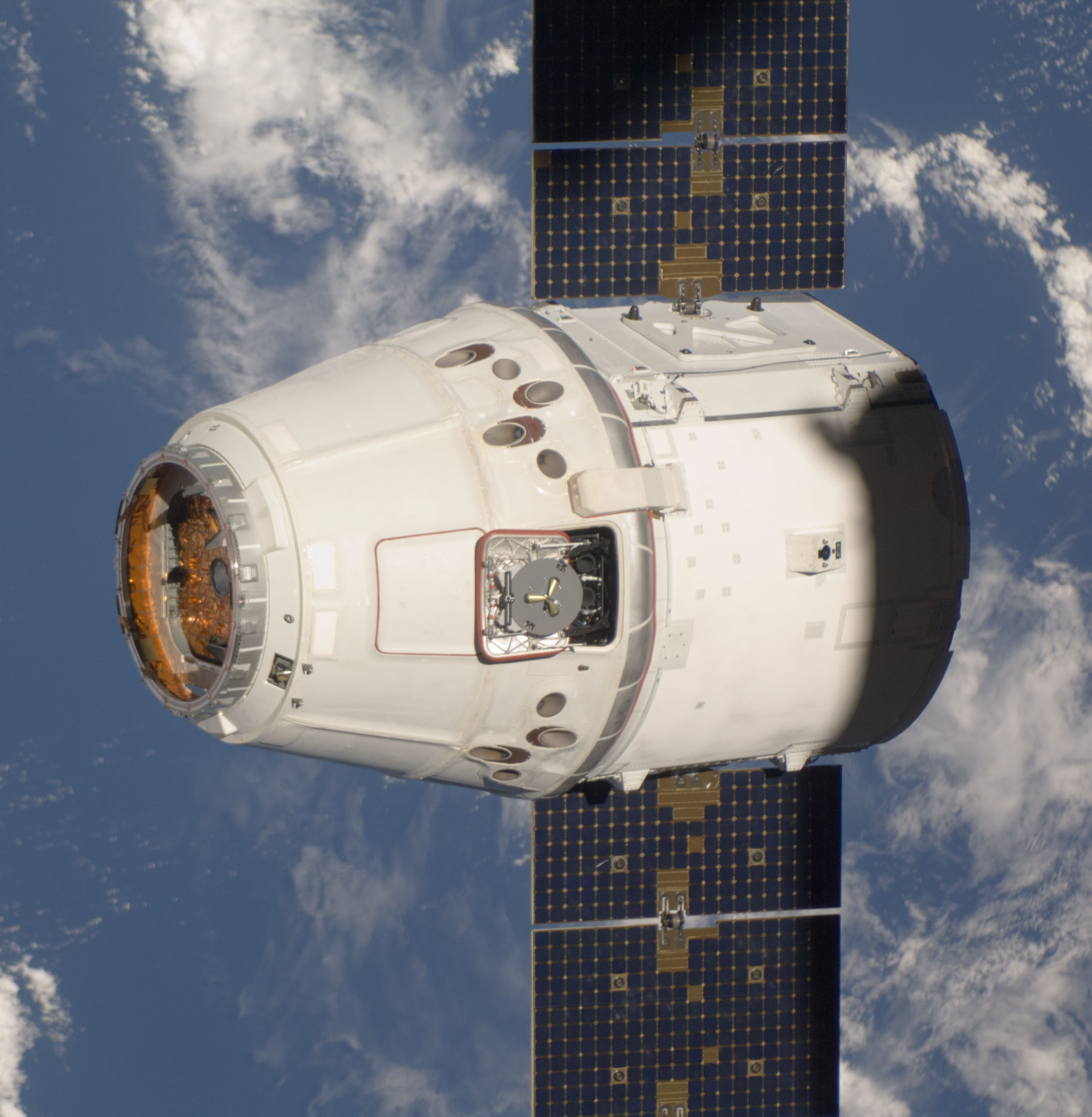 Spacex How Will Dragon V2 S Solar Panels Be Protected