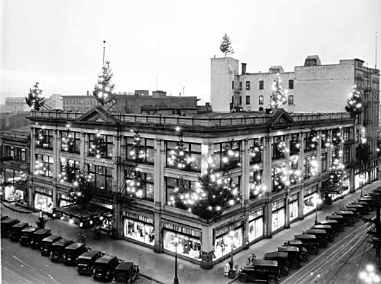 File:Spencer's store in Victoria at Christmas.jpg