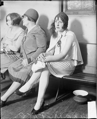 https://upload.wikimedia.org/wikipedia/commons/9/9a/Spitoon1928Women.jpg