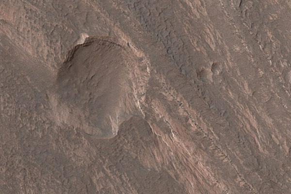 File:Terby crater dn12873-3 600.jpg