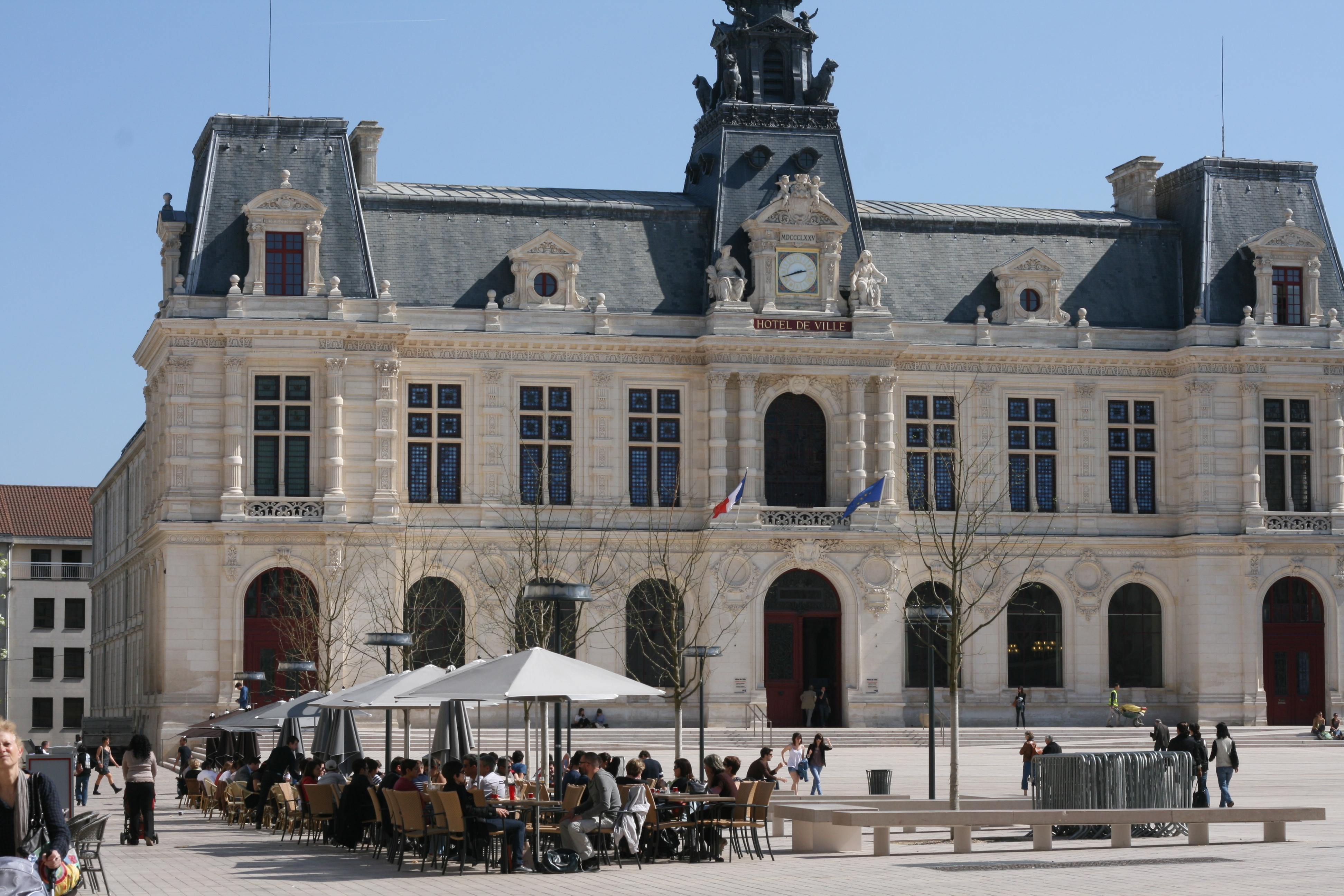 File terrasses de caf sur la place du mar chal leclerc for Leclerc poitiers
