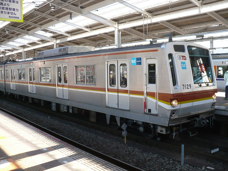 https://upload.wikimedia.org/wikipedia/commons/9/9a/Tokyometro7129.jpg