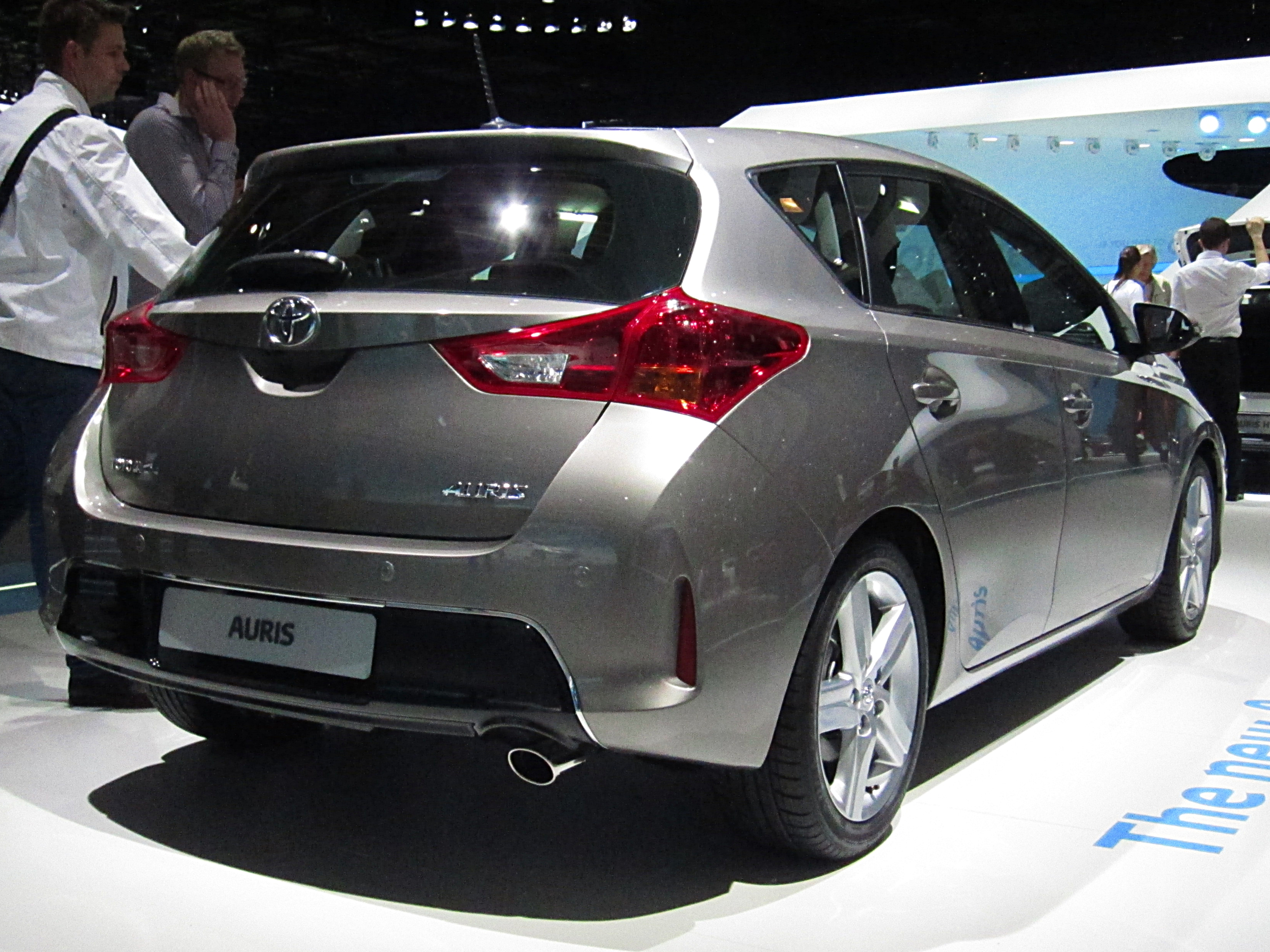 File Toyota Auris Ii Rear Quarter Jpg Wikimedia Commons