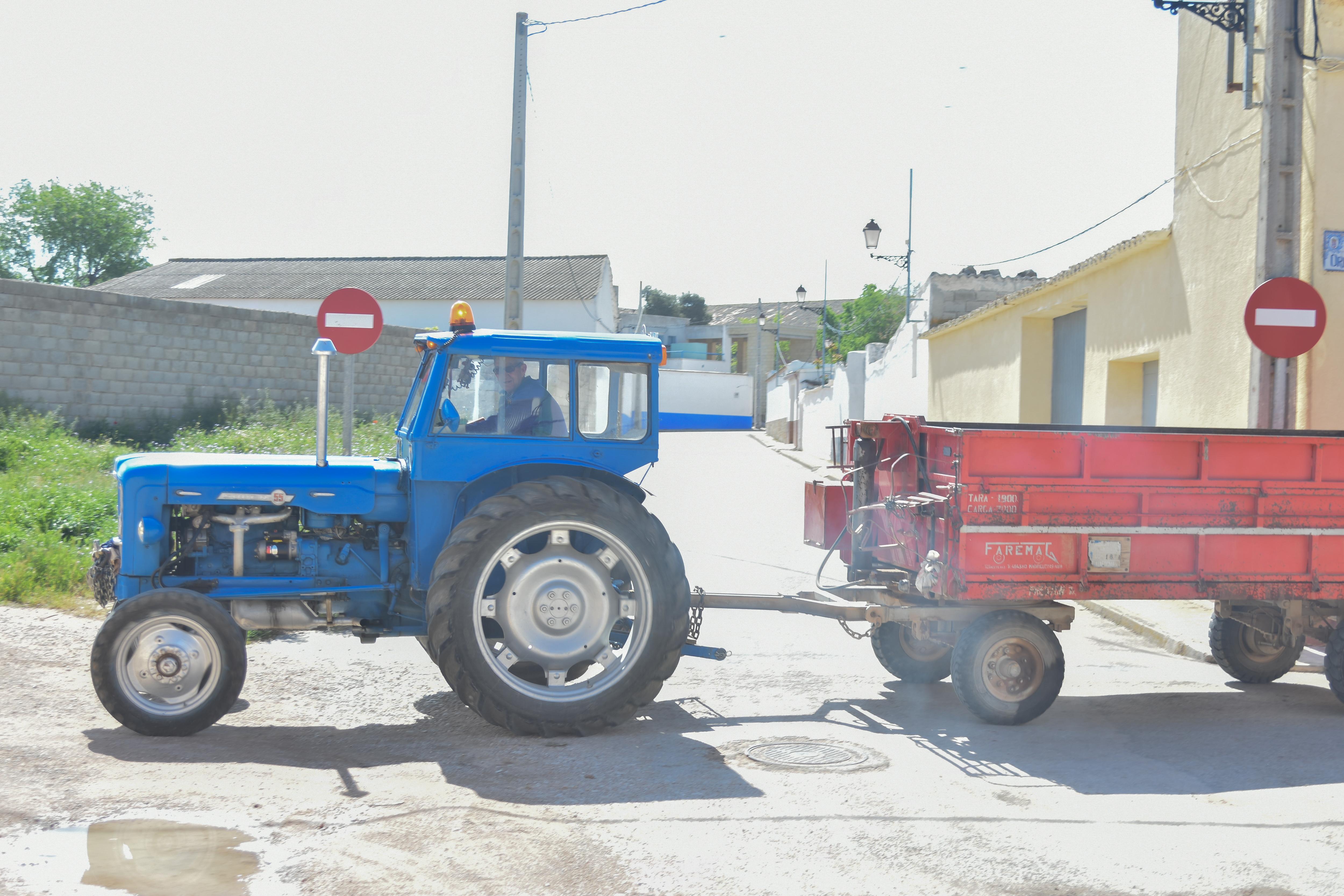 Archivo:Tractor Ebro Super 55 en Villamayor de Santiago.jpg ...